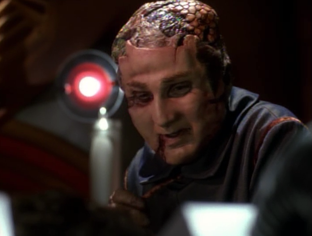 Star Trek: Voyager – S01E14, Separazione
