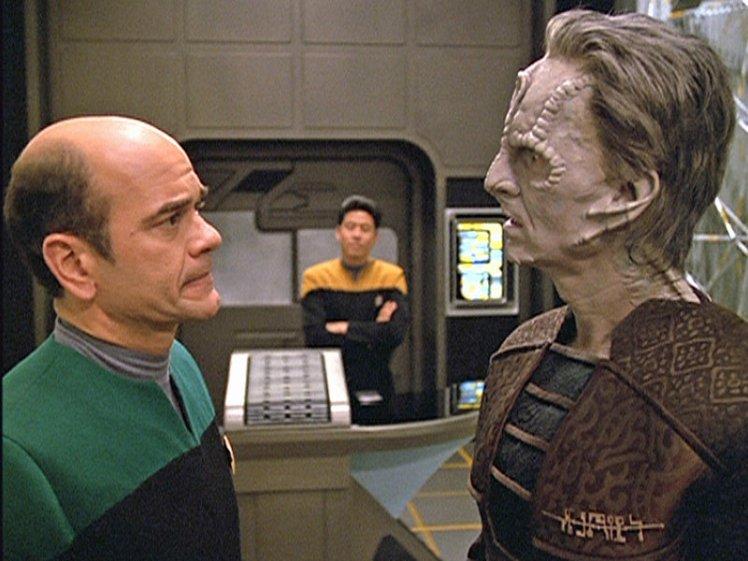 Star Trek - Raumschiff Voyager, Staffel 5, Folge 102: Inhumane Praktiken