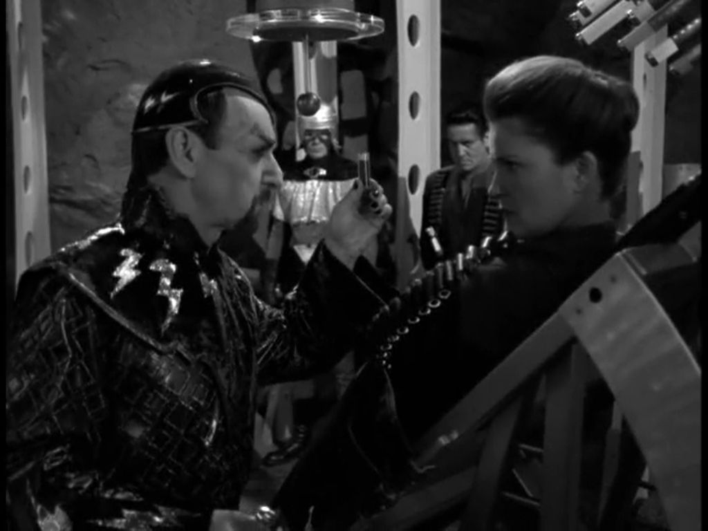 Star Trek: Voyager – S07E11, Nelle pieghe del tempo